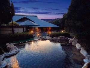 わたらせ温泉 ホテルやまゆり:『夕暮れの大露天風呂』満天の星を眺めながら日頃の疲れを癒してください。