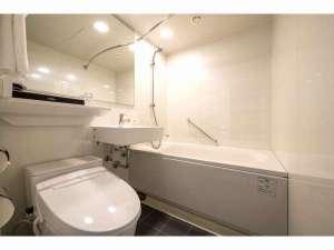 【ニューバスルーム】入替えにより全て新しくなったバスルーム。オーバル型浴槽