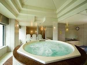 ベイサイドホテル アジュール竹芝・浜松町:大浴場ジャグジー風呂と天然光明石温泉(人工)も。地元の方にも人気