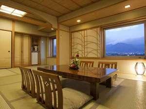 ホテル春日居:≪和室イメージ≫本間10畳。それだけでも十分な広さですが、5畳の次の間まで付いた贅沢な造り