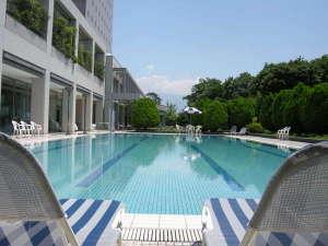 ホテル春日居:≪屋外プール≫温泉リゾートで楽しむプールサイドの休日を