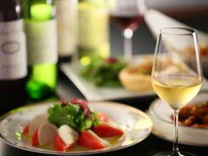 ホテル春日居:≪山梨県産ワイン≫数十種の県産ワインの中から、ソムリエがあなた好みのワインをお選びします