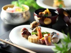 ホテル春日居:≪創作和食会席イメージ≫季節替わりの献立で、旬の味覚をお楽しみください。