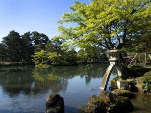 ANAクラウンプラザホテル金沢:日本三名園の1つ、兼六園。金沢を代表する観光名所であり、世界でもっとも有名な日本庭園でもあります。