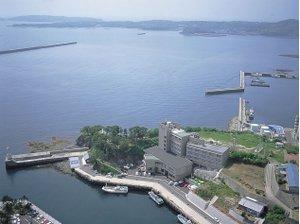 岬先端に位置し海を一望できるホテルです
