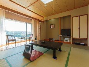 ビューホテル壱岐:大きな窓で開放的なお部屋です