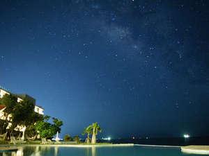 石垣島ビーチホテルサンシャイン:プールサイドからのぞむ夏の天の川