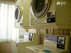 ホテルA.P(大阪空港前):コインランドリーコーナー。AM7時~PM11時まで。洗濯※洗剤付1回300円、乾燥30分100円。