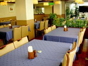 ホテルA.P(大阪空港前):レストランは毎朝6:15オープン。和洋朝定食ご注文で「朝カレー」サービス。