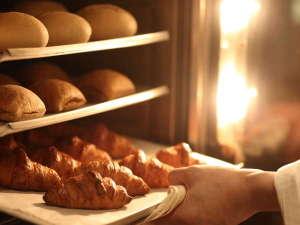 新大阪江坂東急REIホテル:朝食バイキングのパンは朝一番に焼き上げています。