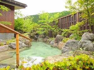 神明温泉湯元すぎ嶋:新大浴場には庭には四季折々の花が咲く
