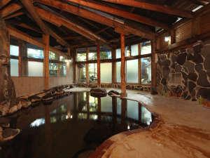 魚料理の宿 峠の湯 大家荘:◆湯量たっぷり~昔ながらの面影を大切にしている温泉。湯船からは常に温泉があふれ出ています