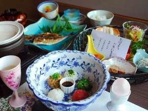 【ご朝食】味だけでなく見た目、健康にこだわった朝懐石