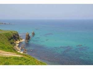 世界ジオパークに認定された美しい海を是非見て下さい。屏風岩。