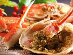 美食家つどう海の京料理 昭恋館 よ志のや:濃厚な蟹味噌を茹で蟹に付けてお召し上がり下さい。