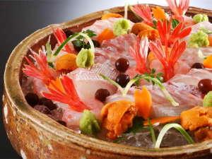 美食家つどう海の京料理 昭恋館 よ志のや:当館では間人漁港から水揚げされる日本海の新鮮で旨味の強い旬のお造りをお愉しみ頂けます。