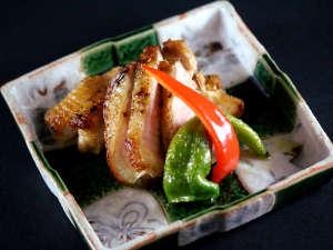 美食家つどう海の京料理 昭恋館 よ志のや:最高級ブランド地鶏の丹波黒どりの塩焼き。