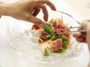 当館料理長が創るミリ単位のズレも許さない描くように創る美食
