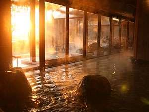 ホテルニューアワジ:【くにうみの湯】 '08年12月OPENの「くにうみの湯」。自然岩や木をふんだんに使った居心地のよいお風呂。