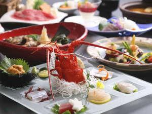 ホテルニューアワジ:【ヴィラ楽園】料理イメージ。島の海の幸・山里の幸をちりばめたコース料理を。