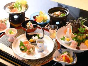 地元産に拘った自慢のお料理で伊東の美味しさをご存分にお楽しみくださいませ。