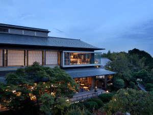 穏やかで緑豊かなこの宿は、まるであなたの別荘地。ご存分にお寛ぎくださいませ。