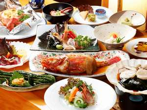 函館市湯の川湯元漁火館:夕食一例。近海で獲れた新鮮な海の幸づくし!北海道を味わおう!