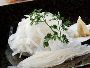函館市湯の川湯元漁火館:漁火館 朝食の定番 イカ刺し