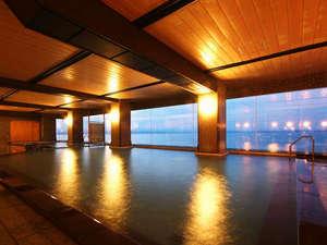 加賀屋グループ 虹と海:海を眺めながらゆっくりご入浴ください