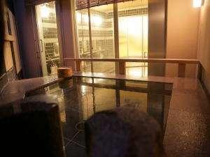 小豆島 シーサイドホテル 松風:小豆(こまめ)露天風呂から内湯