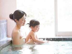 【大浴場/こうのとり温泉】お子様の入浴も安心な浅めの設計となっております
