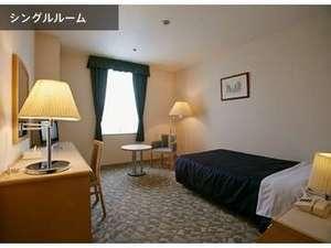 仙台サンプラザ:シングルルームは、すべて西側です。仙台市内中心部の夜景が美しい眺望です。