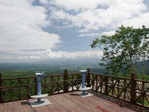 休暇村 岩手網張温泉:玄関前の展望台からの眺めは絶景!