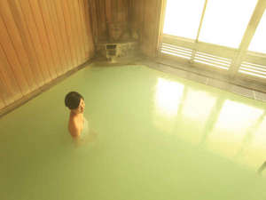 休暇村 岩手網張温泉:硫黄溢れる泉質。肌もしっとり♪【白泉の湯】】