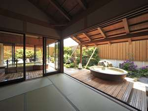 露天風呂棟「湯喜望殿」解放感あふれ、波の音を聞きながら、そして庭園を眺めて。