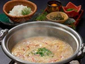 かにすき鍋の〆は、旨みがギュッと詰まった、かに雑炊♪