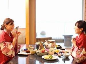 湯喜望 白扇:お部屋食だからこそ気兼ねなくお客様のペースでゆっくりとお食事をお楽しみください♪