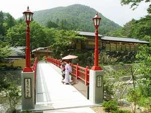 真木温泉旅館:川風やせせらぎの音に癒される眺めの特等席