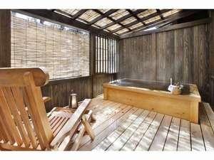真木温泉旅館:客室の専用露天風呂(離れ客室)にも高アルカリ泉が注がれる