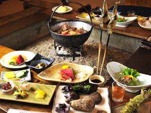 ものわすれの湯 船原館:*夕食一例/囲炉裏を囲みいただくお食事は雰囲気抜群!天城の郷土料理をご堪能ください。
