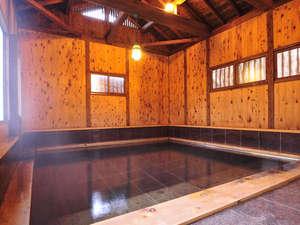 ものわすれの湯 船原館:*たち湯(貸切制)/水深約1.2メートルの立ち湯は無料貸切OK。通常の温泉風呂の3倍ほどの深さです。