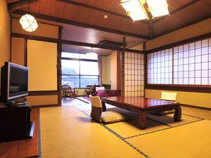 ものわすれの湯 船原館:*客室一例/カップルはもちろんファミリーでも広々!二間続きの和室で癒しの時間を。