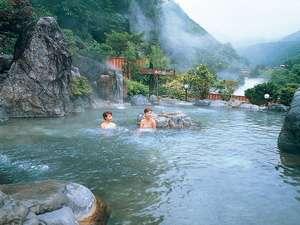 奥飛騨温泉 穂高荘 山のホテル:新緑の「超」大野天風呂(女性専用)