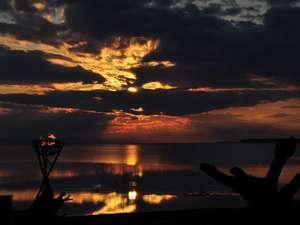 サロマ湖鶴雅リゾート:サロマ湖の夕日(春~秋)/何もない贅沢と、どこにもない夕景の感動を。
