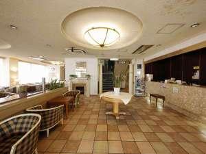 善通寺グランドホテル:1Fフロントです。落ち着いた空間でお客様をお出迎えいたします。