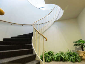 3階 浴場 エレベーターを3階で降りた後、螺旋階段を下っていただくと受付がございます