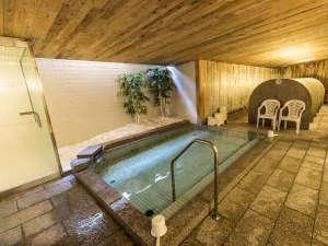 3階 浴場 奥に間仕切りつきの洗い場。 ミストサウナもございます。