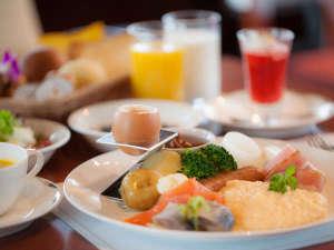 朝食 洋食バイキング 盛り付けイメージ 野菜が美味しくたくさん食べられるメニューがそろってます