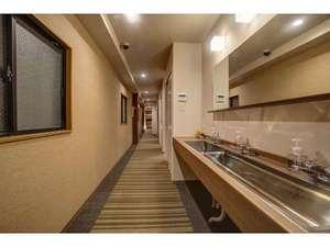 げすとはうす中今:廊下&洗面所。なが~い廊下☆洗面所は広いので、朝も込み合いません。