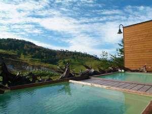 万座ホテル聚楽(じゅらく):秋の露天風呂~紅葉&空吹&温泉3つ同時に楽しめます
